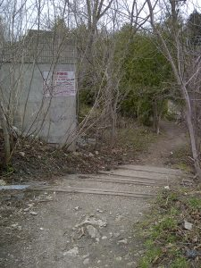 Trail Entrance off Ross Street to hike along the south side of the Grand River.